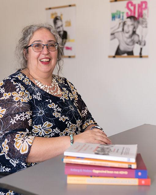 Ingrid Tielemans met boeken over professional organizing